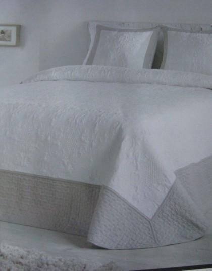 MOMENT kétszemélyes ágytakaró, 2 db díszpárnahuzattal (235*270)