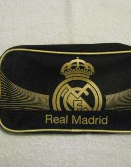 Real Madrid fekete alapszínű, arany címeres  neszeszer