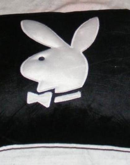 Playboy nyuszis kocka díszpárna fekete