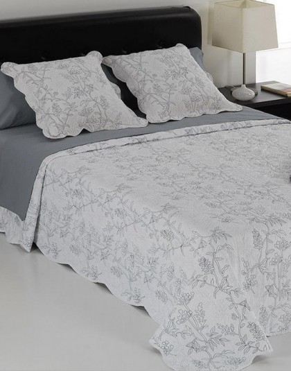 BLANCA nagyméretű, kétszemélyes ágytakaró 2 db díszpárnahuzattal (250*270 cm)