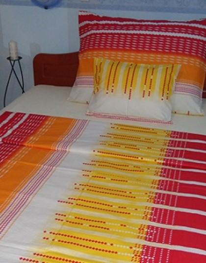 3 részes pamut-krepp ágyneműgarnitúra (Piros-sárga-fehér futurisztikus minta) (140×220 cm)