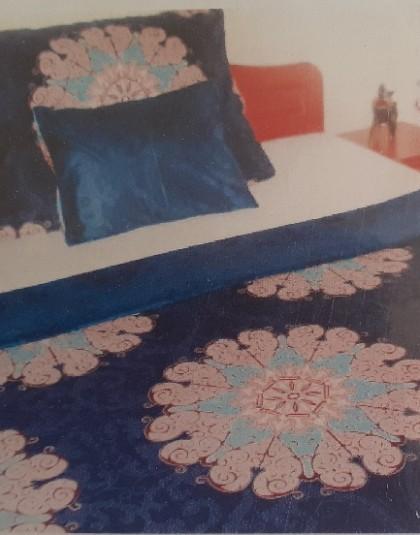 3 részes húzózáras pamut-szatén ágyneműgarnitúra (Kék alapon nagy virágminta ) (140×205 cm)